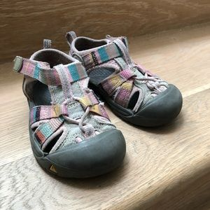 Keen pink shoes size 7 toddlers used